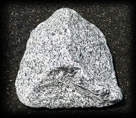 Камень бутовый Белый в черную точку